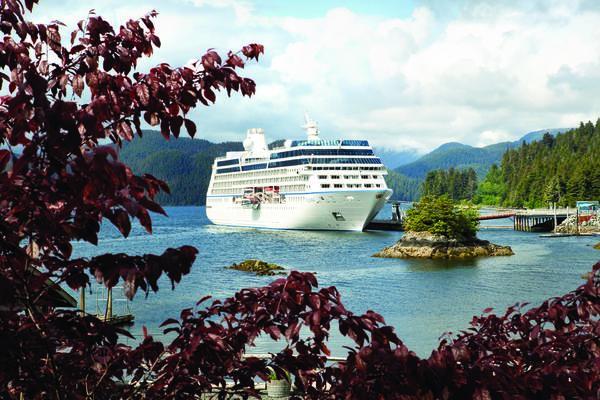 Oceania's Regatta in Alaska (Photo: Oceania Cruises)