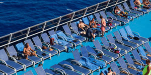 Chair hogs on Carnival Splendor (Photo: Cruise Critic)