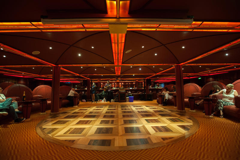 Robusto Cigar Bar on Carnival Splendor