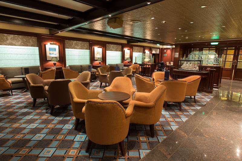 Wheelhouse Bar on Crown Princess