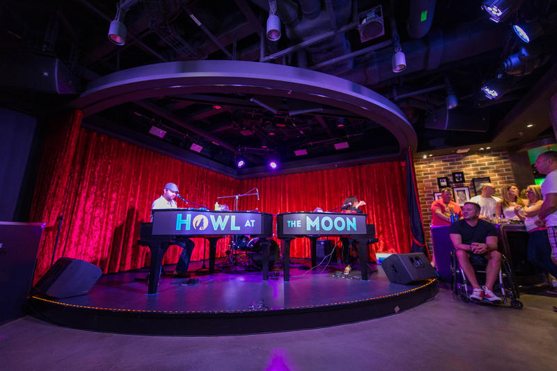 Howl at the Moon Dueling Pianos on Norwegian Escape
