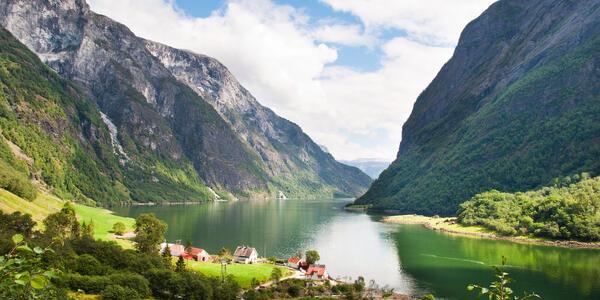 Naeroyfjord, Flam (Photo: Ozerov Alexander/Shutterstock)