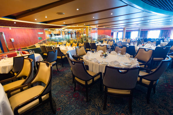 The Vista Dining Room on Oosterdam (Photo: Cruise Critic)