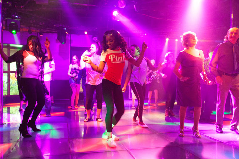 Henri's Dance Club on Carnival Conquest