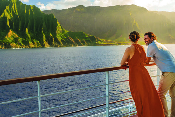 Couple Admiring Hawaii Onboard (Photo: Norwegian Cruise Line)