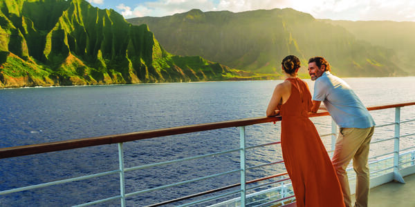 Couple Admiring Hawaii Onboard (Photo: Norwegian Cruise Line)