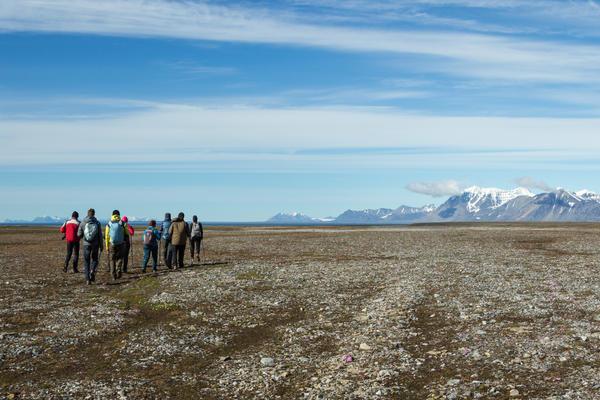 Hikers in Svalbard, Norway (Photo: Alexander Kuzakov/Shutterstock)
