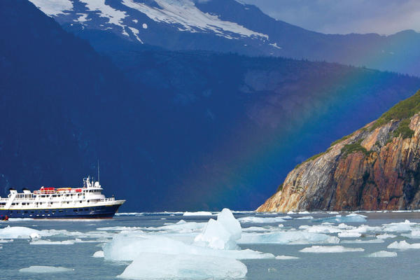 Expedition ship in Alaska (Photo: Lindblad Expeditions)