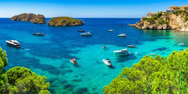 Best Months to Cruise the Mediterranean (Photo: vulcano/Shutterstock.com)