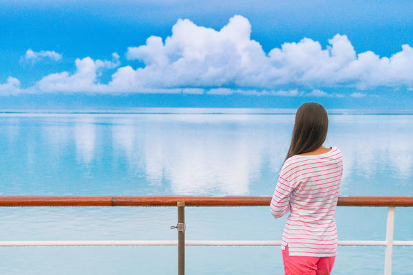How to Find the Best Cruise Deals for Singles (Photo: Maridav/Shutterstock)