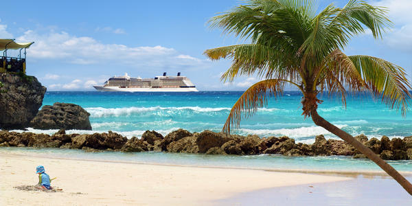 Cruise ship in the Caribbean (Photo: NAN728/Shutterstock.com)
