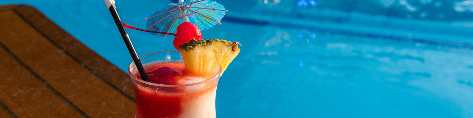 Tropical drink on the pool deck (Photo: Cruise Critic)
