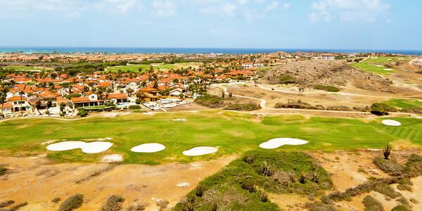 Golf course in Aruba (Photo: Steve Photography/Shutterstock.com)