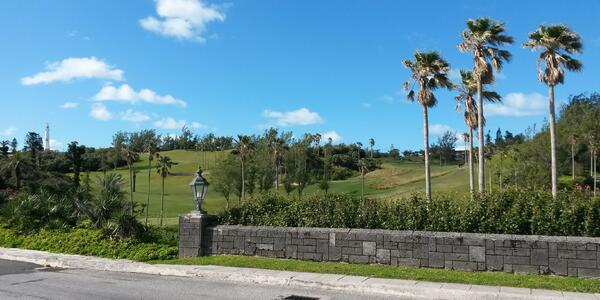 Golf course in Bermuda (Photo: DebsG/Shutterstock)