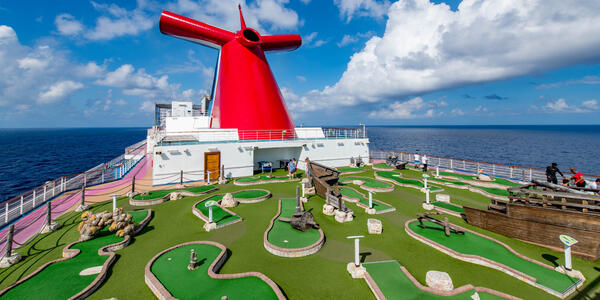 Putt Putt Golf on Carnival Dream (Photo: Cruise Critic)