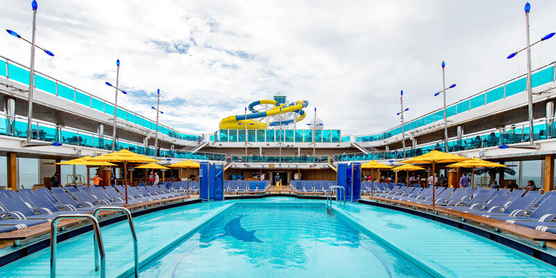 Waves Pool on Carnival Dream (Photo: Cruise Critic)