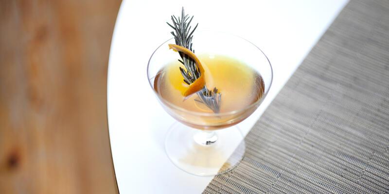 Craft cocktails Miami (via Shutterstock)