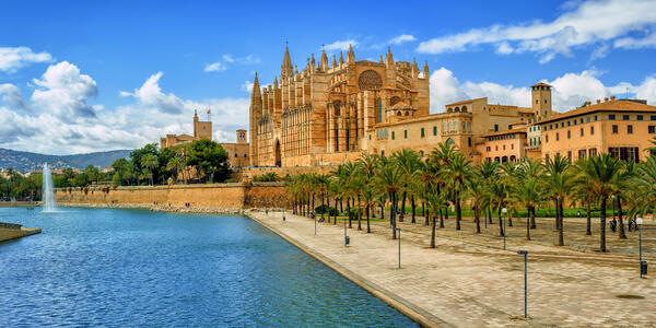Palma Cathedral, Spain (Photo: Boris Stroujko/Shutterstock)
