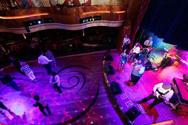 B.B. King's Blues Club on Koningsdam (Photo: Cruise Critic)