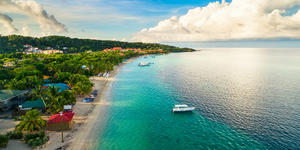Roatán, Honduras (Photo: Guayo Fuentes/Shutterstock)