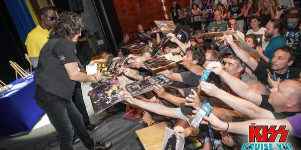 Autograph signing on the 2018 Kiss Kruise (Photo: Will Byington/Sixthman)