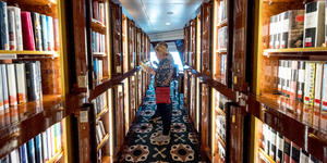 Passengers Reading in the Library on Queen Mary 2 (Photo: Cruise Critic)