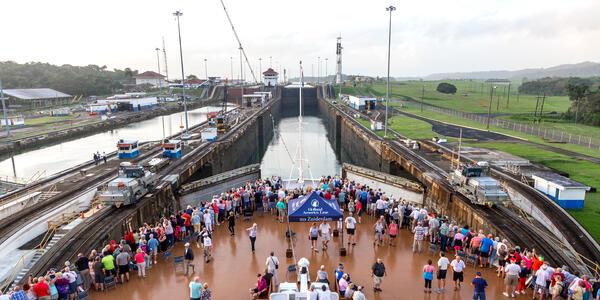 Cruise throught a Panama Canal Lock on Zuiderdam (Photo: Cruise Critic)