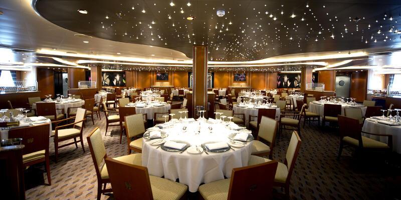 Peninsular Restaurant on Azura (Photo: P&O Cruises)