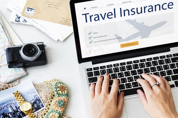 Paying for Travel Insurance Online (Photo: Rawpixel.com/Shutterstock)