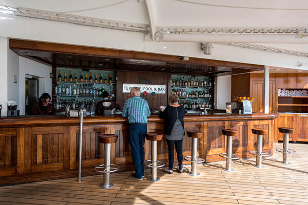 Terrace Bar on Queen Mary 2 (QM2)