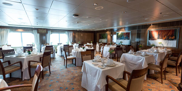 Britannia Club Restaurant on Queen Mary 2 (QM2) (Photo: Cruise Critic)