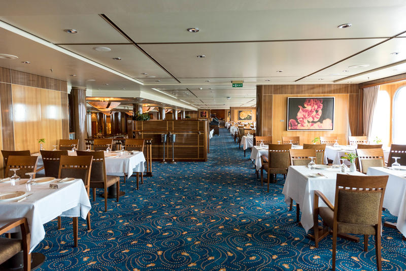 Britannia Restaurant on Queen Mary 2 (QM2)