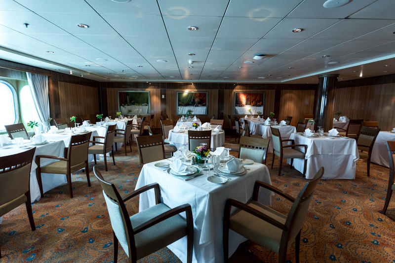 Britannia Club Restaurant on Queen Mary 2 (QM2)