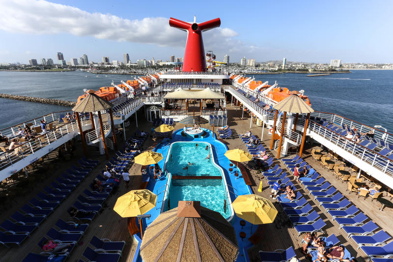 The Pool on Carnival Imagination