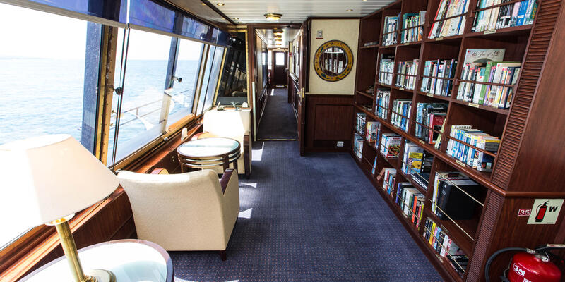 Library on National Geographic Islander (Photo: Cruise Critic)