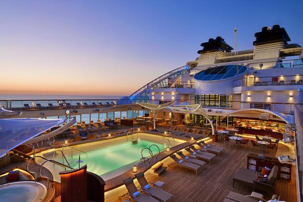 The pool deck on Seabourn Encore (Photo: Seabourn Cruises)