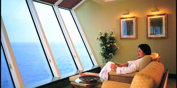 Lounging in the spa on Norwegian Star (Photo: Norwegian Cruise Line)