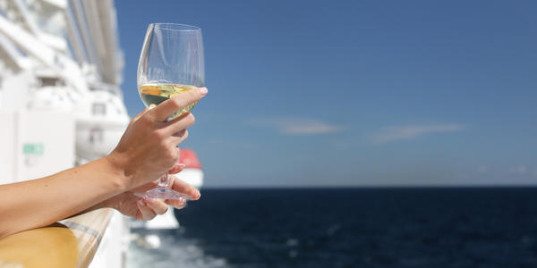 Passenger drinking Champagne on a cruise ship (Photo: Nazar Skladanyi/Shutterstock.com)