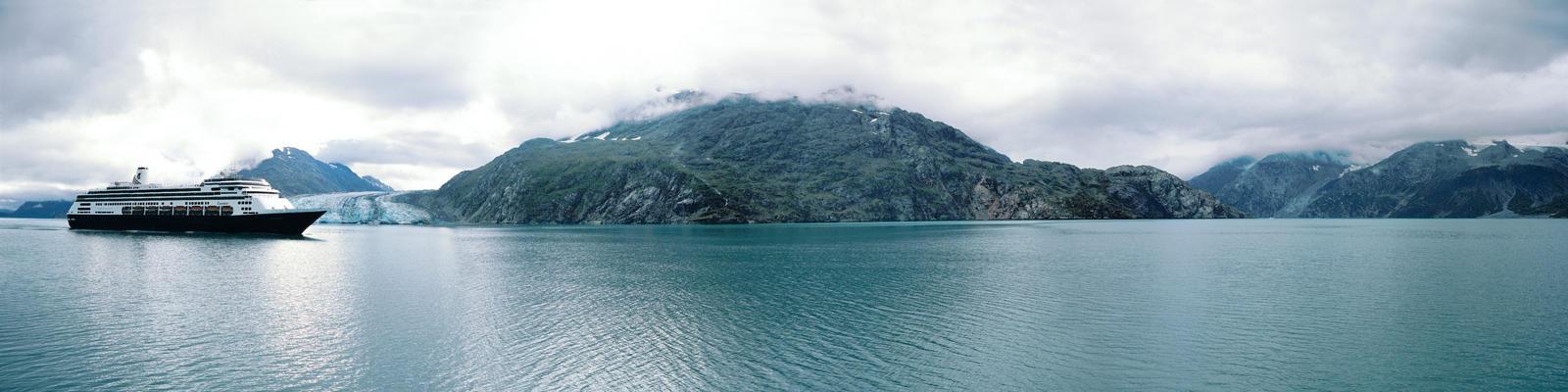 Zaandam Cruising in Alaska (Photo: Holland America)