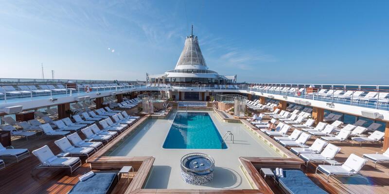 Oceania's Marina Pool (Photo: Cruise Critic)