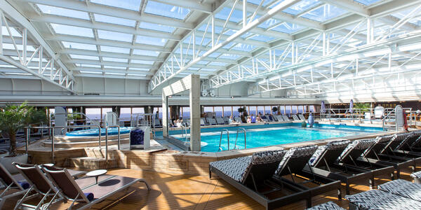 Holland America's Nieuw Amsterdam Lido Pool (Photo: Cruise Critic)