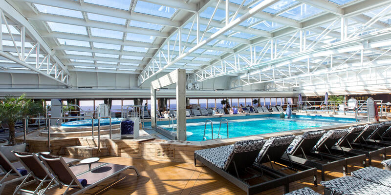 Holland America's Nieuw Amsterdam Lido Pool (Photo: Cruise Critic)