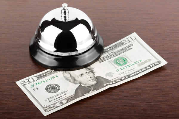 The Ultimate Cruise Tipping Guide (Photo: doomu/Shutterstock)