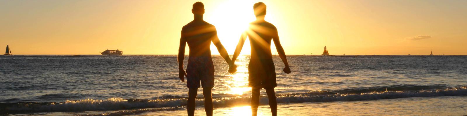 Couple Watching Sunset (Photo: Sebastianrg/Shutterstock)