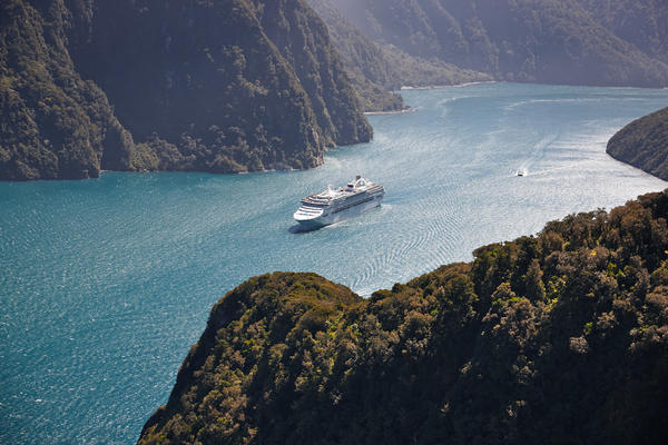 Sea Princess in Fiordland National Park, New Zealand, a UNESCO World Heritage site (Photo: Princess Cruises)