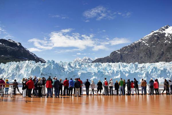 Cruise Passengers Watching Margerie Glacier, Alaska, USA (Photo: Pixeljoy/Shutterstock)
