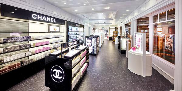 Shopping on board Queen Victoria (Photo: Cunard)