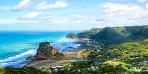 Piha Beach, West Coast in Auckland, New Zealand (Photo: gracethang2/Shutterstock)