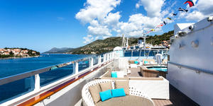 Crystal Esprit's Pool Deck (Photo: Cruise Critic)