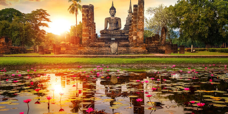 Wat Mahathat Temple in the precinct of Sukhothai Historical Park (Photo: cowardlion/Shutterstock)